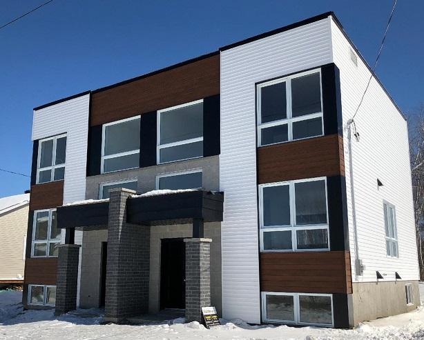 Vinyle acier Distinction Cèdre nuance en façade